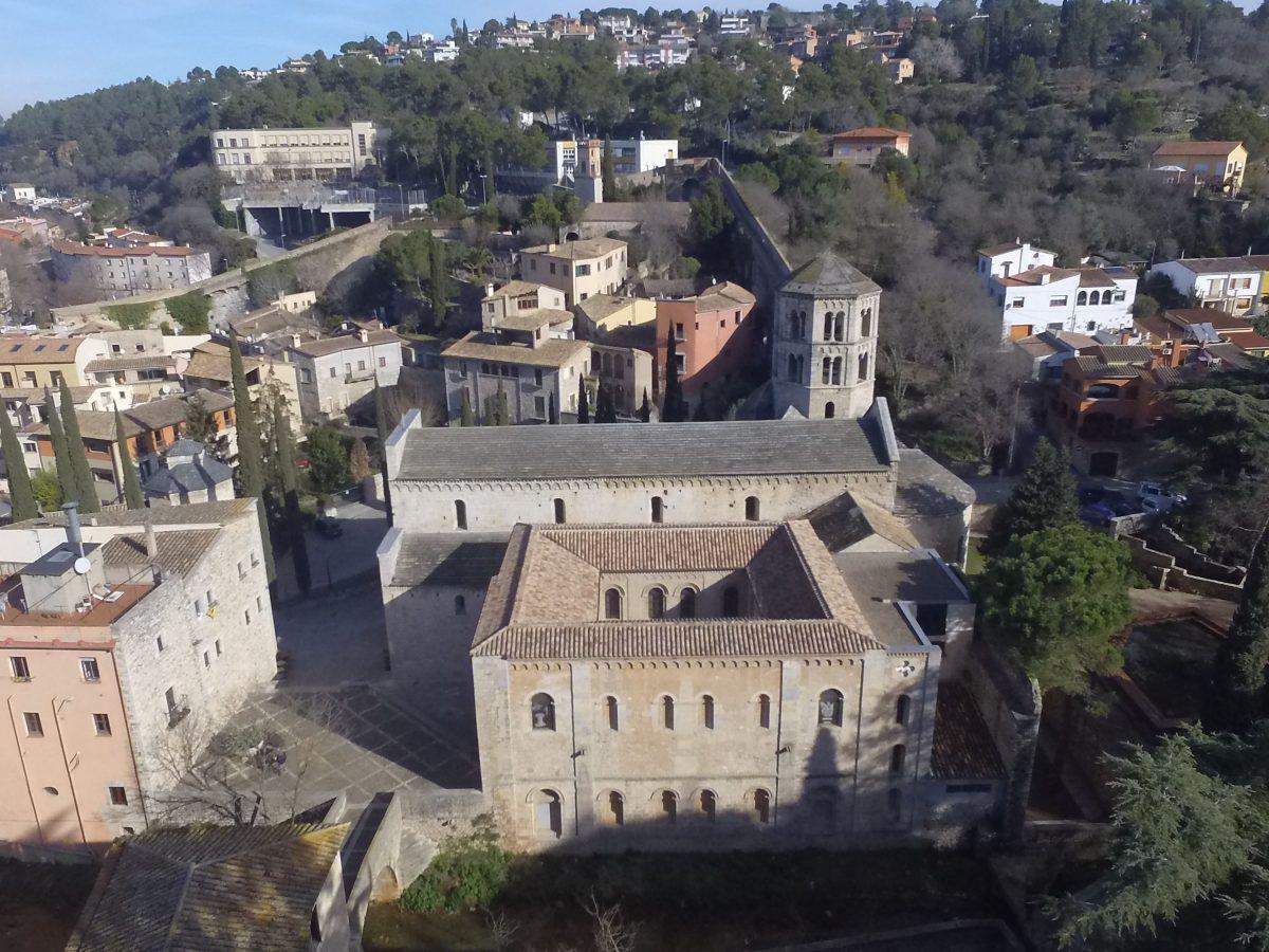 Figura 1: Vista aèria de conjunt del monestir de Sant Pere de Galligants, la seu a Girona del Museu d'Arqueologia de Catalunya. (Arxiu MAC-Girona)