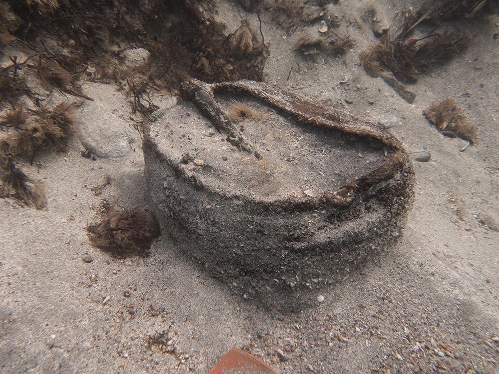 Figura 2. Imatge del cistell al jaciment un cop excavat, abans de la seva extracció