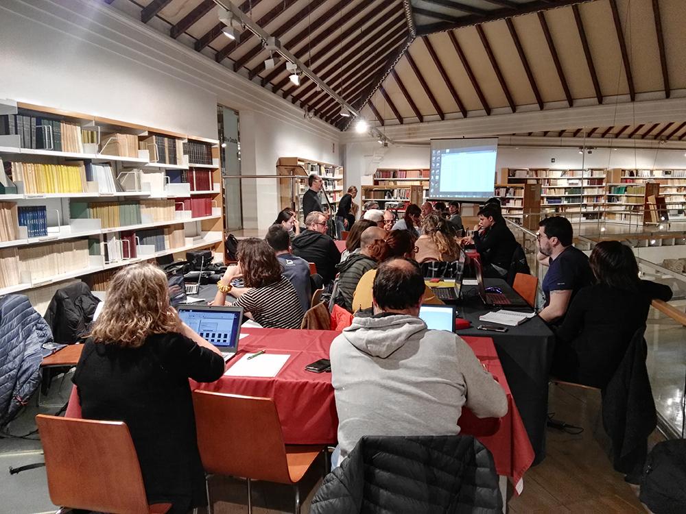 Figura 3. Classe pràctica duta a terme per José Luis Lerma (Universitat Politècnica de València) en el marc de la jornada dedicada a la fotogrametria moderna al servei de la documentació, la conservació i la divulgació de l'art rupestre