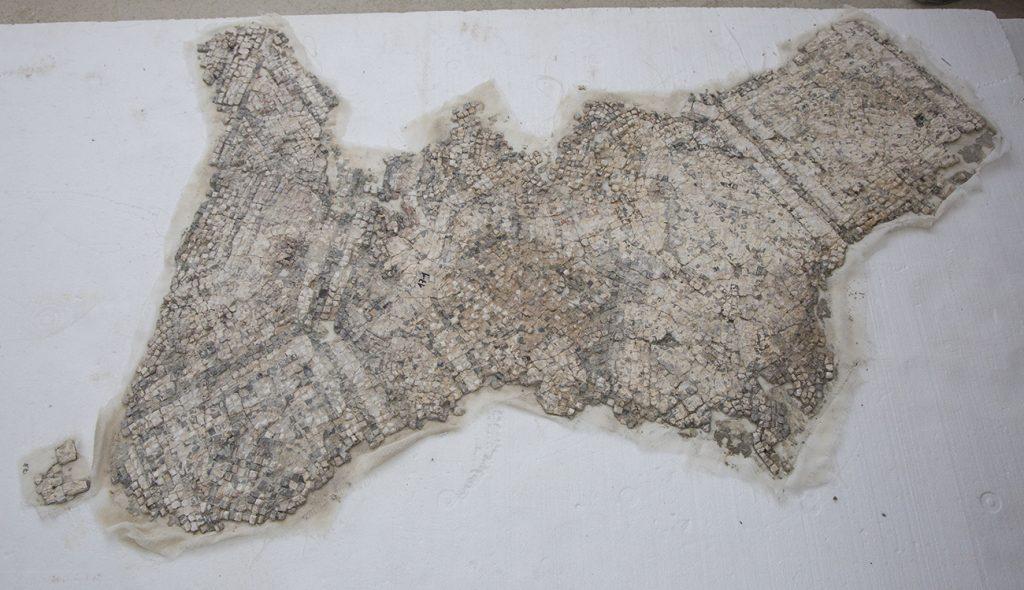 Fig. 10. Revers d'un fragment del mosaic