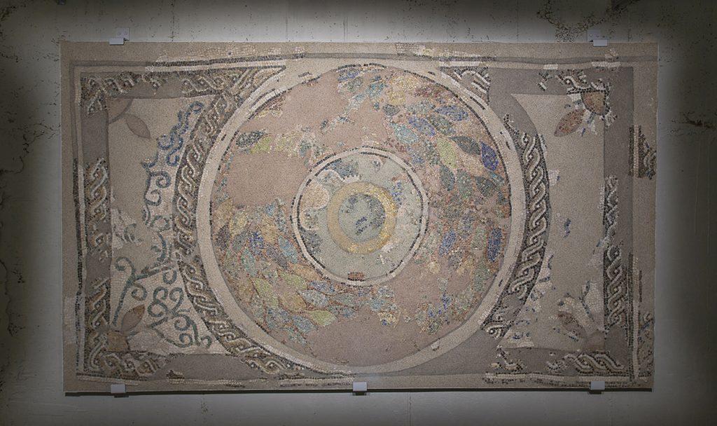 Fig. 18. El tapís 2 instal·lat al Museu