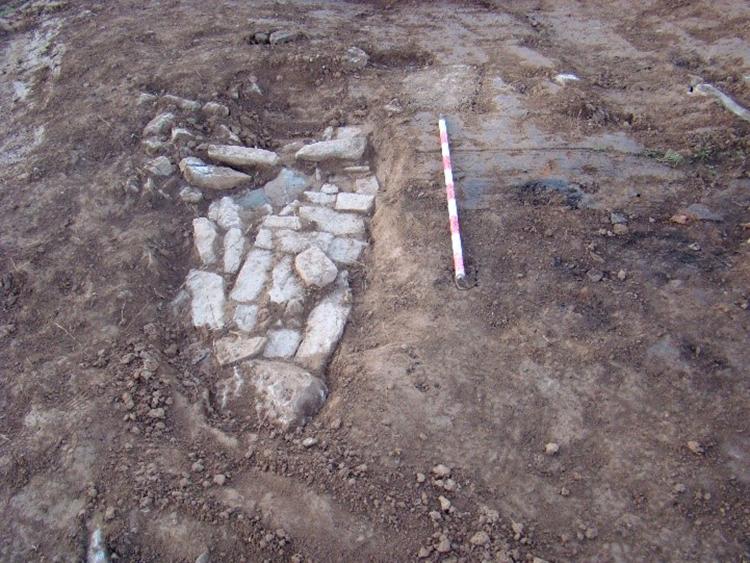 Restes del nivell d'arrasament de la Muralla 1 (primera edat del ferro); foto iPAT Serveis Culturals.